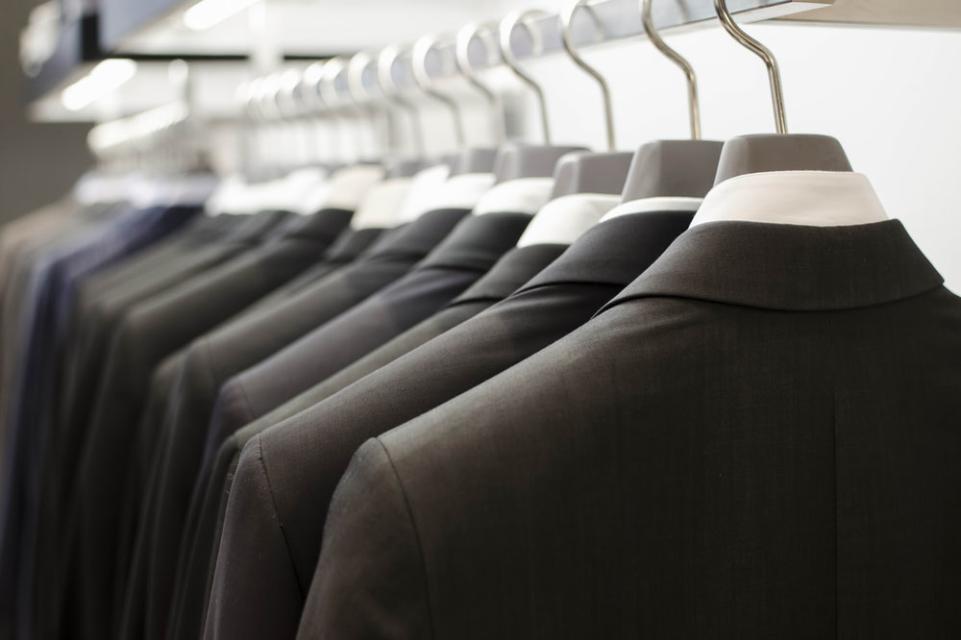 リクルートスーツ ビジネススーツ  違い