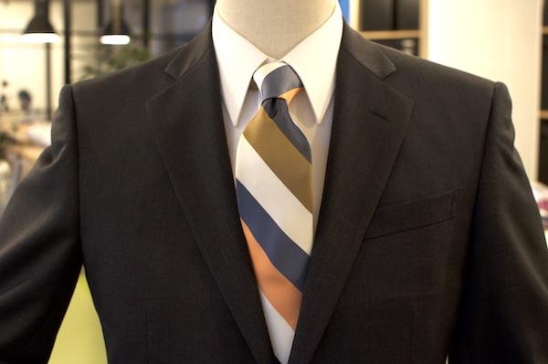 チャコールグレー スーツ
