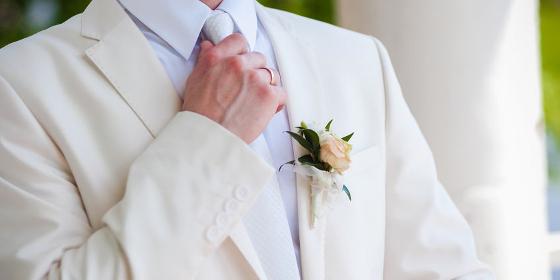 827a95b9eeff5 好印象を与える結婚式の正しいネクタイマナーとコーディネート8選 - Customlife